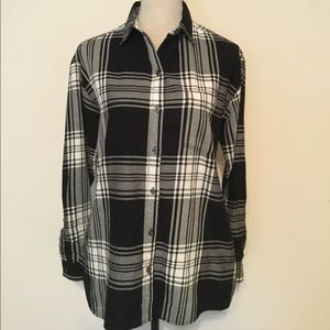Old Navy Boyfriend Shirt Black & White Plaid